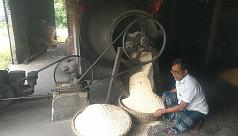 রমজানে নারান্দিয়ার মুড়ির চাহিদা বেড়ে...