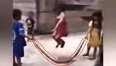 সাপকে 'লাফদড়ি' বানিয়ে খেলছে তিন শিশু!...