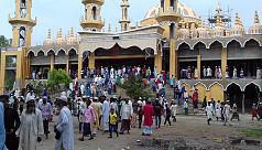 টাঙ্গাইলে ২০১ গম্বুজ মসজিদে জুম'আর নামাজ...